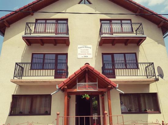 Casa Gold Fayen House