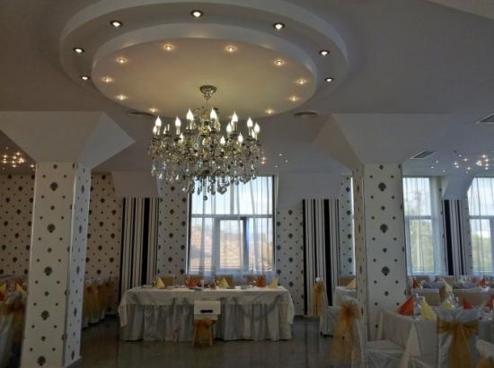 Pensiunea - Restaurant Central Podari