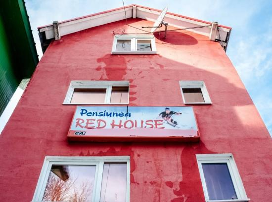 Pensiunea Red House